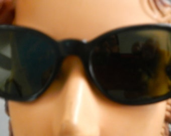 Mod,60s eyewear, in black heavy plastic. great condition