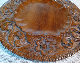 Wood saucer with carved edge