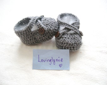 Gray baby booties with wood button / baby shoes