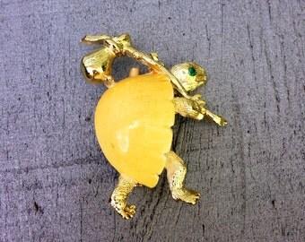 Vintage Enamel Traveling Turtle Gold Brooch