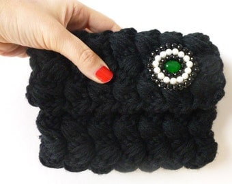 Black crochet clutch bag, handmade clutch, crochet pochette, evening clouth. Elegant insert with white pearls and black beads