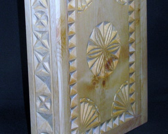 L1 ogovenezia 110,012 binder with rings in pine carved by knife