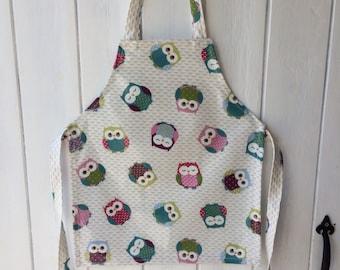 Children's apron in owl oilcloth