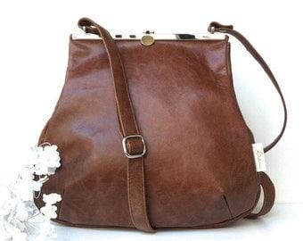 Leather bag , shoulder bag leather , handbag , beige, brown , leather , strap closure , metal closure