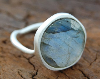 Silver Gemstone Ring, Labradorite Ring, Silver Ring with Stone, Sterling Silver Cocktail Ring, Statement Ring, Labradorite, 925 Silver Ring