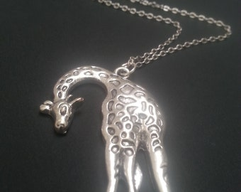 Silver Plated Giraf Charn Necklace