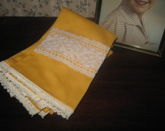 Vintage Tea Towels / Napkins / Goldenrod Mustard Yellow Retro Towels