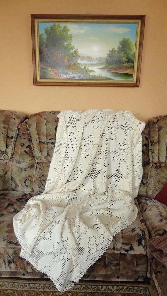 Вязаное плед-покрывало  на кровать