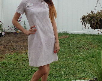 1970's white and beige shift dress with button details and zipper in back!