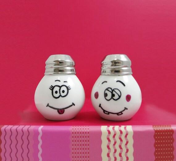 Funny And Cute Salt Pepper Shaker Little Light Bulb Shape