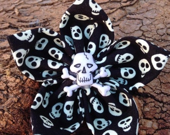 Flower Collar Attachment & Accessory for Dogs and Cats / HALLOWEEN Skulls - Glows in the Dark