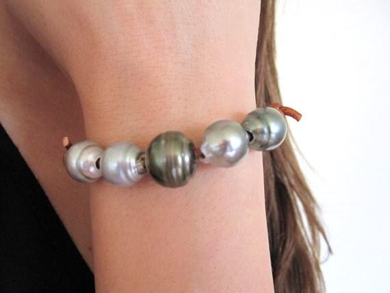 tahitian pearls leather bracelet leather and black pearl. Black Bedroom Furniture Sets. Home Design Ideas