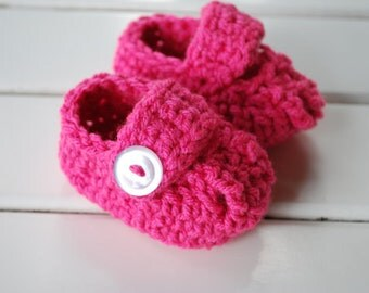 Crochet  Mary Jane Infant Booties/Photography Prop/Baby Shower Gift/Minnie Mouse Shoes/Choose Color
