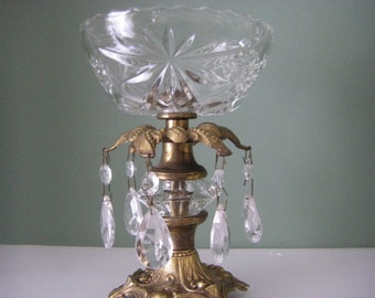 Elegant crystal 1973 candy dish dripping with 6 crystals and a large crystal cut piece beween golden metal decorative fittings