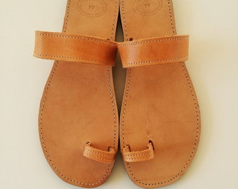Women Toe Ring Sandals in Brown -  Handmade Greek Sandals - Women Leather Sandals