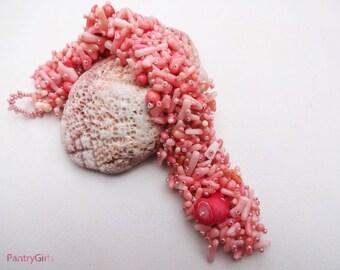Pink coral chips beadwork bracelet - coral jewelry - beaded jewelry - beadwork bracelet - coral bracelet