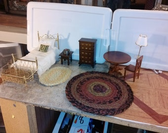 Great Quality dollhouse furniture bed room set lot hand dressed metal bed with pillows and braided country style rugs gorgeous cute set 1/12