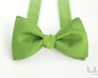 Green Bow Tie / cotton bow tie / mens bow tie / apple green bow tie / lime green bow tie / groomsman bow tie / wedding bow tie