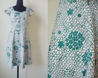 Free Shipping! Vintage green floral dress.
