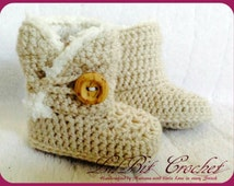 Handmade Crochet Baby Snuggle Shoes / Booties with wood effect button and fur trim / newborn, 0-3 months, 3-6 months