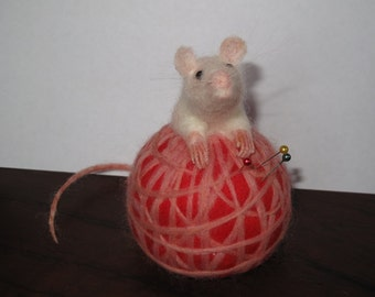 Needle Felted Mouse Pin Cusion Pincushion - Meet the life size Mice :-) Playing in a Ball of Yarn