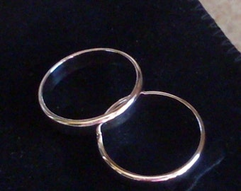 Rounded 800 silver ring, ring finger and thumb, available in various sizes with diameter