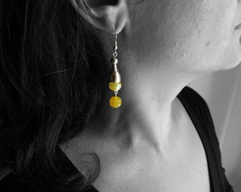 Yellow earrings with agate stone