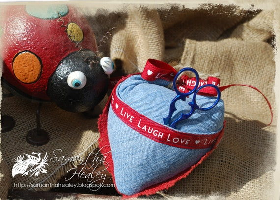 Denim pin cushion with small scissors