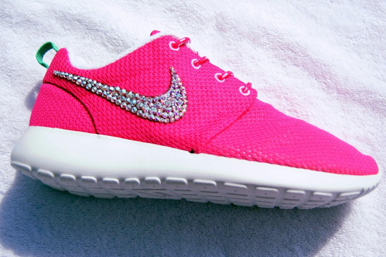 girls nike roshe run in coral pink
