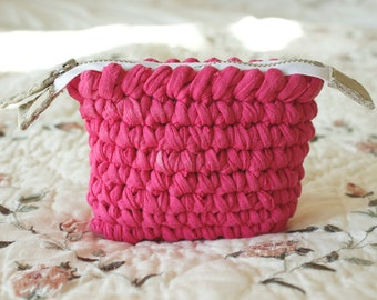 Kid's wallet, girl's wallet with pink crochet, upcycled wallet, pink fabric crochet wallet, T-shirt yarn wallet, gift for girl, gift for her