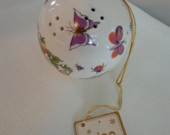 Vintage Botanical Sachet Pomander by Trina with the Original Tag and original Plug.Gold Cord Hanger, Butterflies, Honey bees and Berries Art