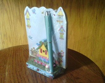 Bird House Figurine Stand with Note Pad and Pen, Havoc.