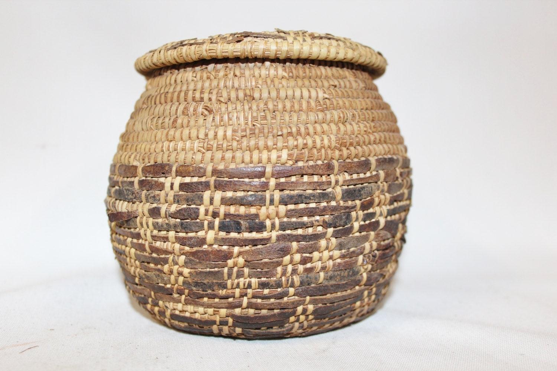 Old Handmade Baskets : Antique basket vintage rare handmade omani bedouin lidded