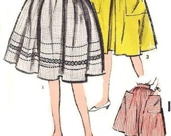 Advance 2866 Huge Skirt with Big Deep Pockets / ca. 1962 / WAIST 28 UNCUT