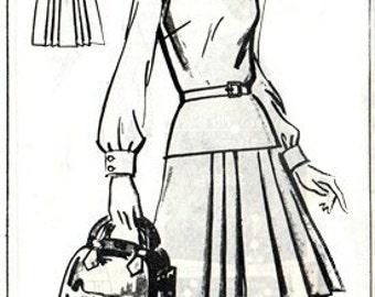 Sue Burnett 8219 Dandy Dress or Jumper 1977 / SZ12 Factory Folds