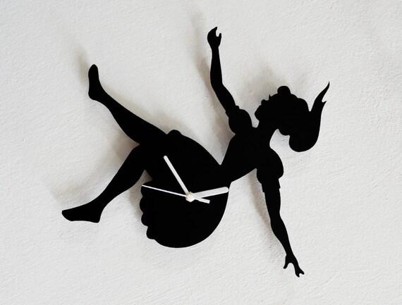 alice au pays des merveilles tombant dans le trou de lapin. Black Bedroom Furniture Sets. Home Design Ideas