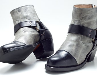 Lucia. Two-toned Heeled Booties.