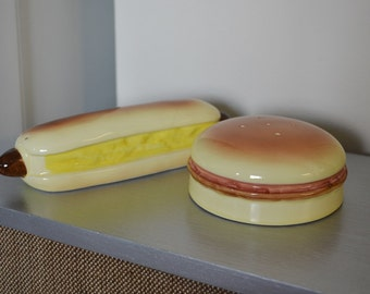 Hotdog and Hamburger Salt and Pepper Shakers, Kitschy, Picnic, Kitchen Decor