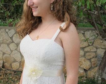 Bridal Sash, Bridal ivory sash, Bridal ivory flower, Wedding sash, ivory lace sash