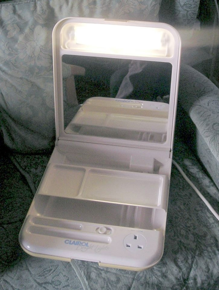 Retro Clairol Bright Lights Illuminated Mirror
