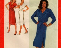 Uncut // 1979 Misses PULLOVER DRESS PATTERN // Size 10 // Side-Button Closing // Vintage Sewing // Simplicity 9285