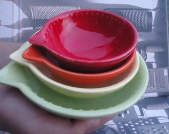 Green Yellow Orange Red Stackable Measuring Cups