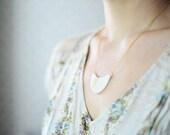 22k Gold rayé demi onde - porcelaine-bijoux - bijoux nautique, minimaliste, garanti sans nickel