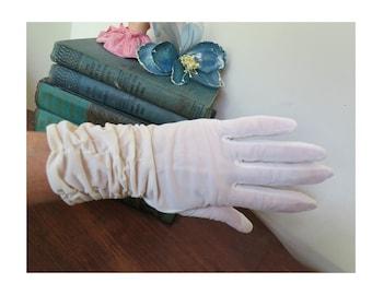 Vintage 1950s White Nylon Gloves, size 7 White Shirred Nylon Gloves