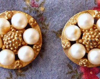 Vintage Buttons, Gold tone with Pearls