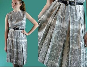 Vintage 50s Day Dress 1950s Sleeveless Summer Paisley Dress Black & White Toile Print Dress Full Pleated Skirt Sleeveless Sun Dress M / L