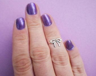 Dainty Bow midi ring above the knuckle ring