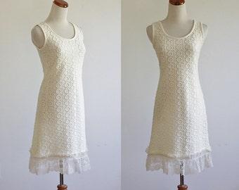 Vintage 60s Minidress, 1960s Knit Dress, Cream Dress, Sleeveless Dress, Lace Ruffle Dress, Circle Bubble Texture, Bust 32, XS Smal