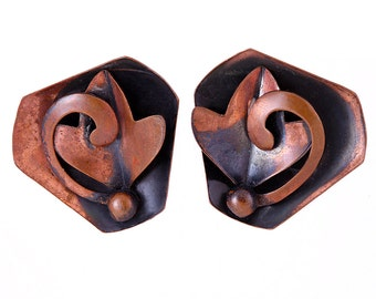 Vintage Copper Earrings Artisan Oxidized Designer Clip On Retro Signed High Fashion Avant Garde Floral Jewelry