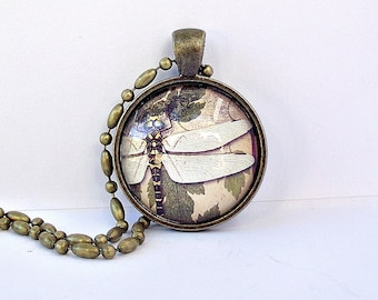 SALE. Dragonfly lovers pendant. Antique brass. Pretty and feminine